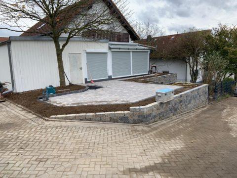 Vorgarten mit Mauer